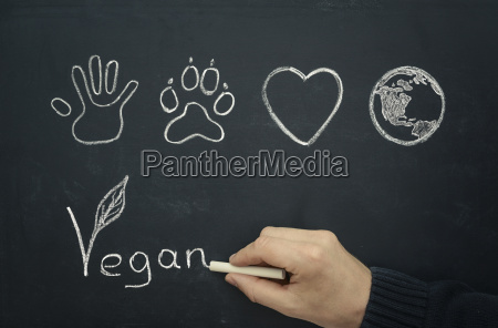man drawing veganer koncept pa blackboard