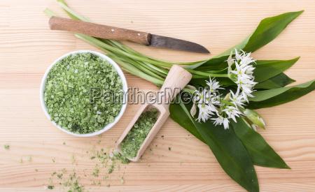 gron urtesalt af vilde hvidlog