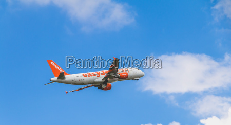 airbus a320 of easyjet registered hb