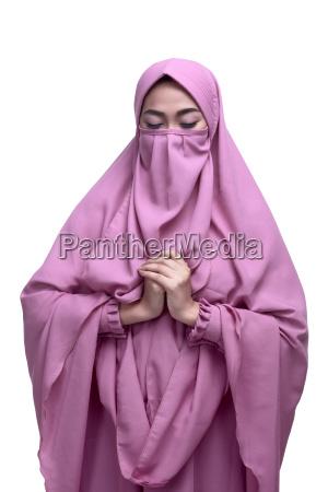 religios asiatisk muslimsk kvinde med niqab
