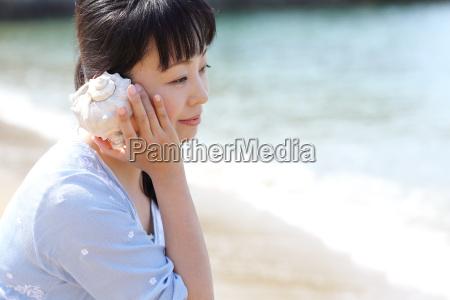 kvinde strand seaside stranden kysten charmerende
