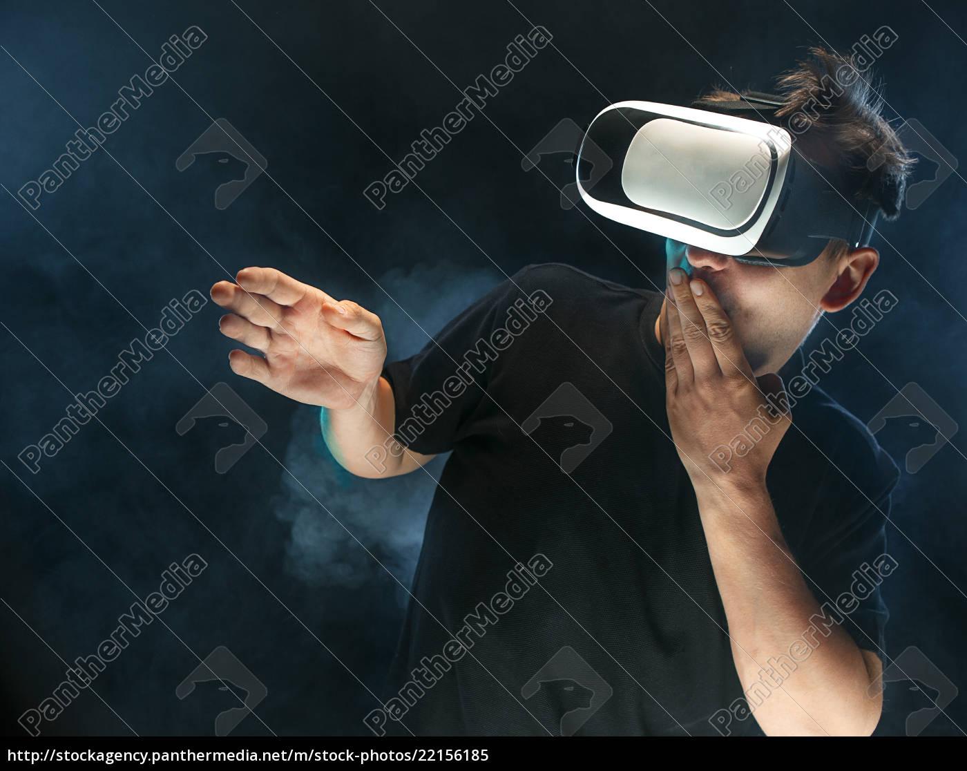 manden, med, briller, af, virtual, reality. - 22156185