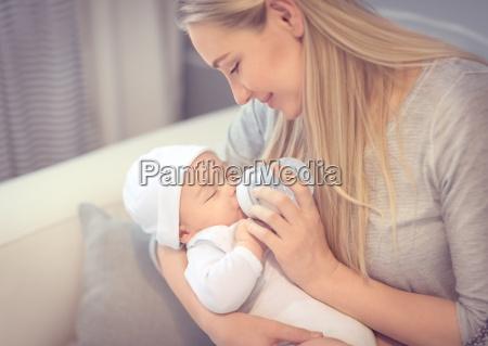 glad mor fodring baby