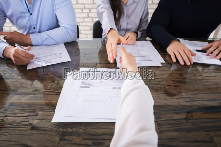 kontor jobsamtale hand haender lov leder