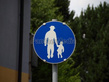 bla fodgaengerbog med mand og barn
