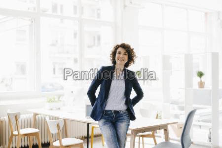 forretningskvinde i kontor