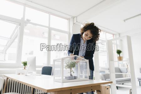 forretningskvinde i office