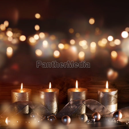 juledekoration med stearinlys og bokeh