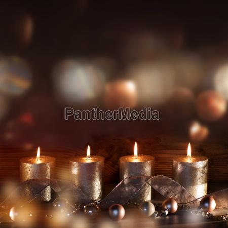 fire stearinlys i advents saesonen