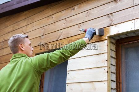 maler med pensel maleri hus trae
