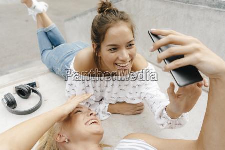 kvinde telefon mennesker folk personer mand
