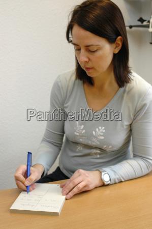 kvinde kvinder skrive skriver skrivende skrev