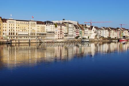 bla hus bygning by refleksion schweiz