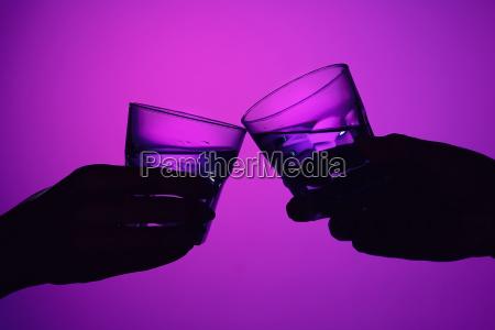 to vinglas og mandlige og kvindelige