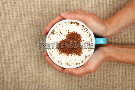kvinde haender hold fuld latte cappuccino