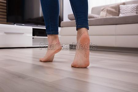naerbillede af en fod pa opvarmet