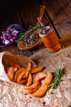 rosemary kartoffel kiler fra ovnen