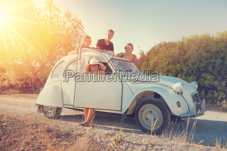 venner i en bil