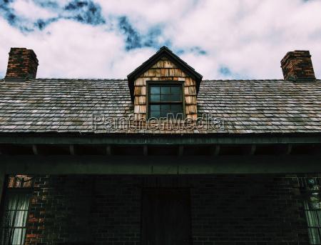 lav vinkel udsigt overhuset mod skyet
