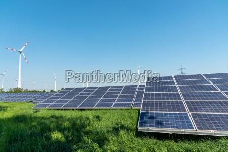 produktion af vedvarende energi og kraftledninger