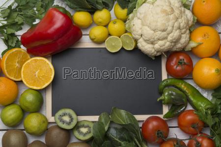 forskellige frugter og grontsager med c