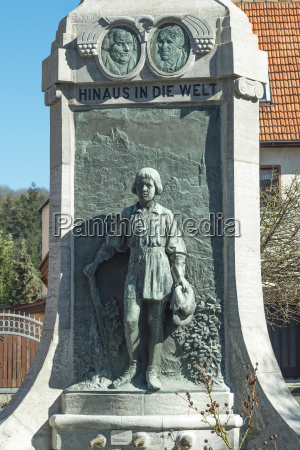 mindesmaerke mindesten statue portraet europa typografi