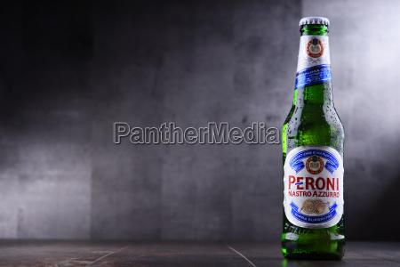 bottle of peroni nastro azzurro