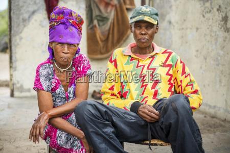 mand og kone sidder sammen ifort