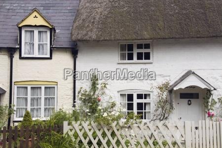 traditionel british cottage avebury village wiltshire