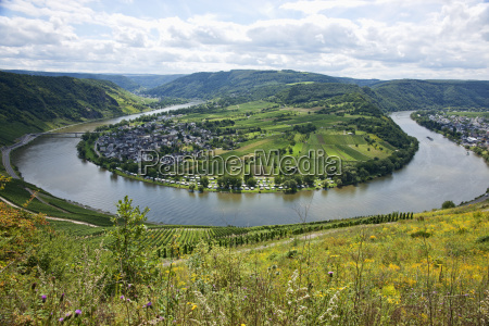 a loop in the mosel facing