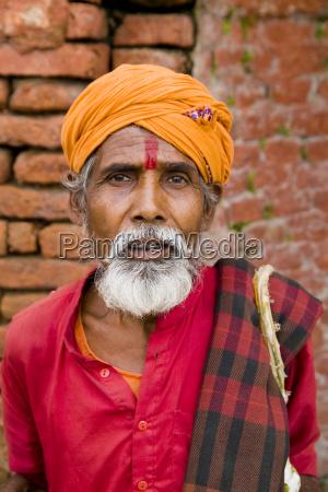 nepalkathmandureligioeser mann am pashupatinath heiliger hindu