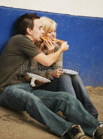 spise pizza