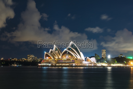 sydney opera house om natten