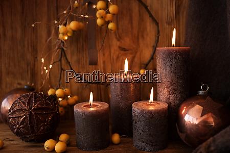 juledekoration med stearinlys
