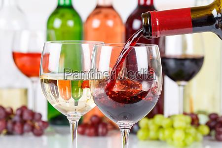 vin haelde glasflaske rod pour