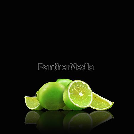 hele og afskarne limefrugter