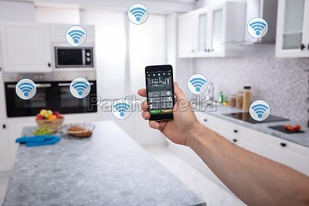 personens brug af smart home system