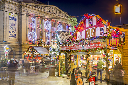 christmas market and city council building