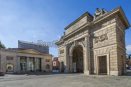 view of porta garibaldi in piazza