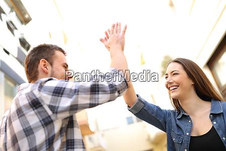 glade venner giver high five i