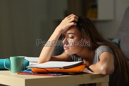 traet studerende forsoger at studere i