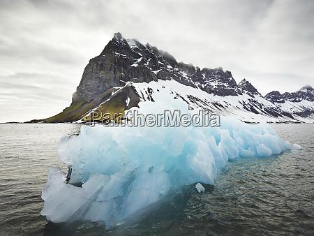 norway spitsbergen prins karls forland iceberg