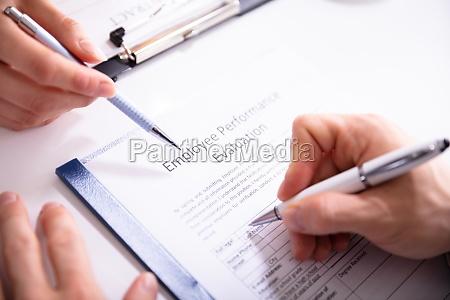 person som udfylder formularen til evaluering