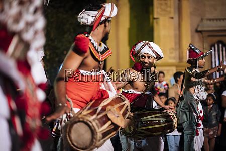 duruthu perahera vollmondfeiern im kelaniya raja