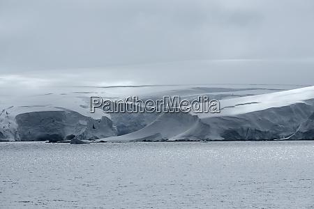 icy landscape at neko harbor andvord