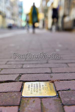 stumbling stones stolpersteine holocaust memorial plaques