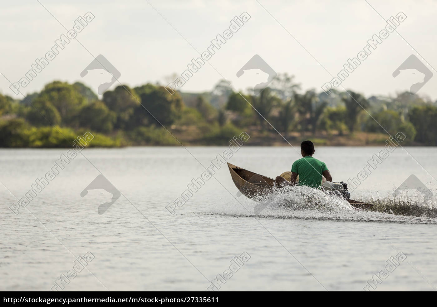 mand, i, en, træ, motoriseret, kano - 27335611