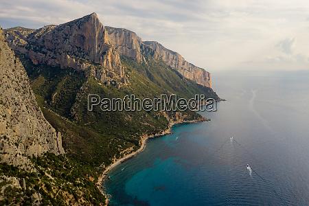 luftfoto af sardegna island kystlinje italien