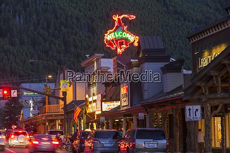 gade med restauranter og butikker jackson