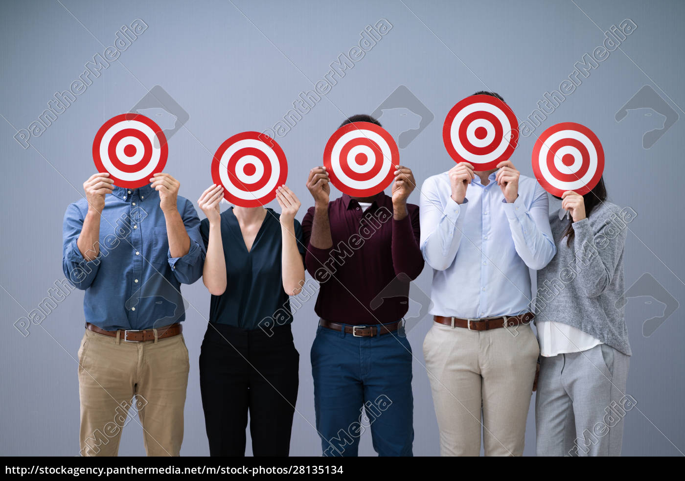 businesspeople, holding, dartboard - 28135134
